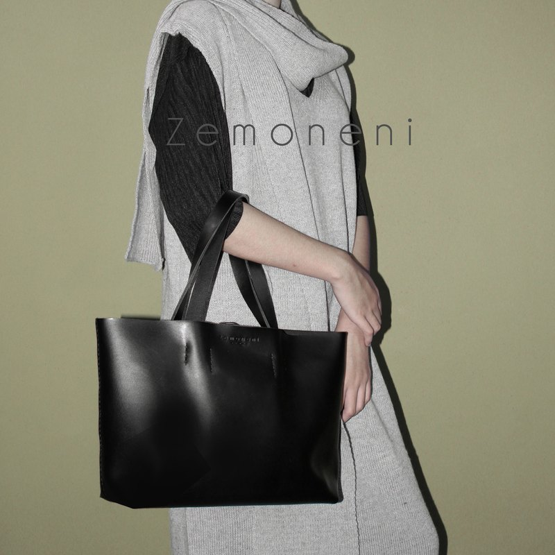 Zemoneni leather tote bag Black color in M size