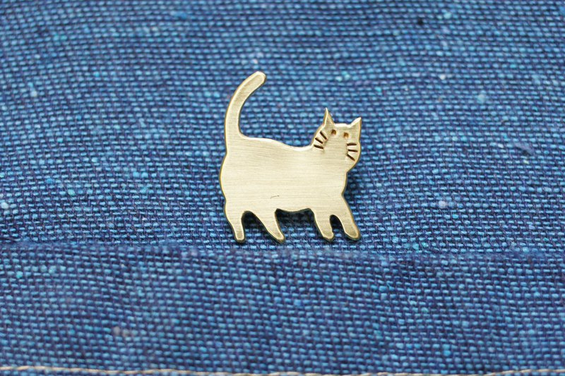 Hand made brass cat brooch #06. Handmade Brass Cat pin. Really forged gold ブローチ
