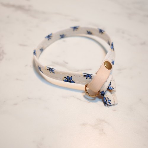 Cat Collars, White Blue flowers_CCJ090402