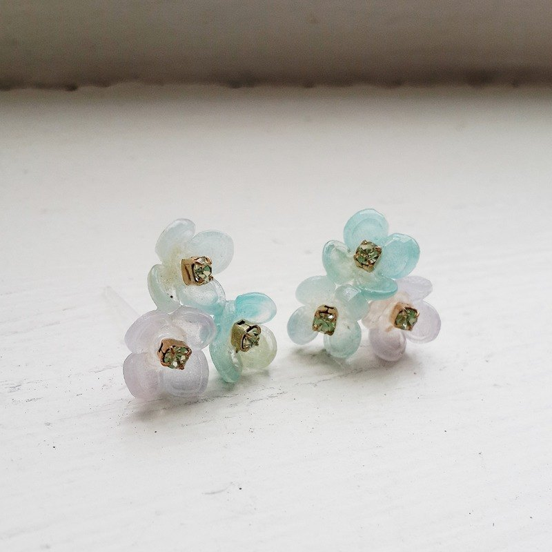momolico no metal ear lovely flower cluster earrings (blue-green)