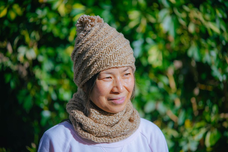 knitted hat and cowl set, unisex one, one size, very light weight