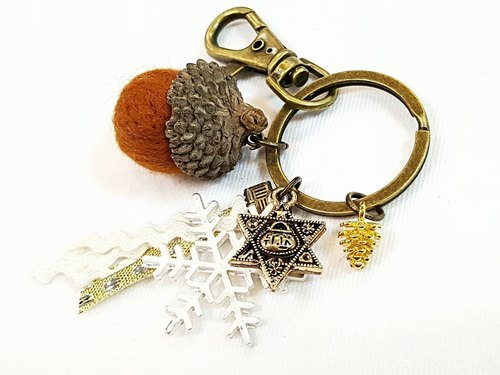 Paris * Le Bonheun. Happy forest. Hexagram. Six stars. Wool felt acorn. Pine cone key ring strap. Christmas present