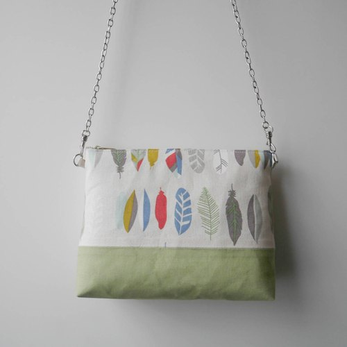 Light feather contrast zipper bag