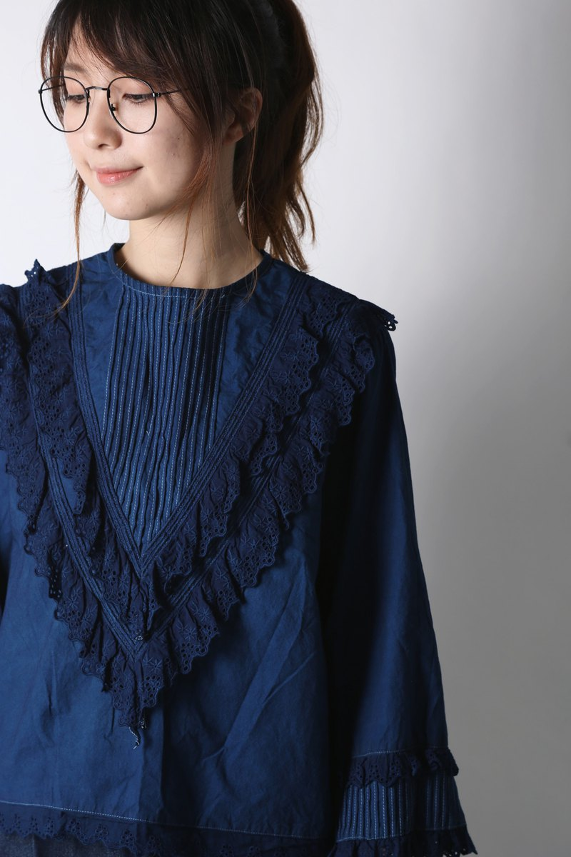 Blue dyed lace layered lace shirt