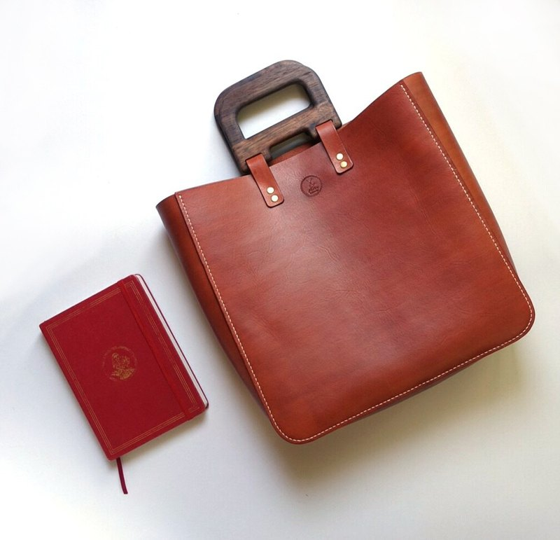 Fiber hand-made walnut tanned handbag