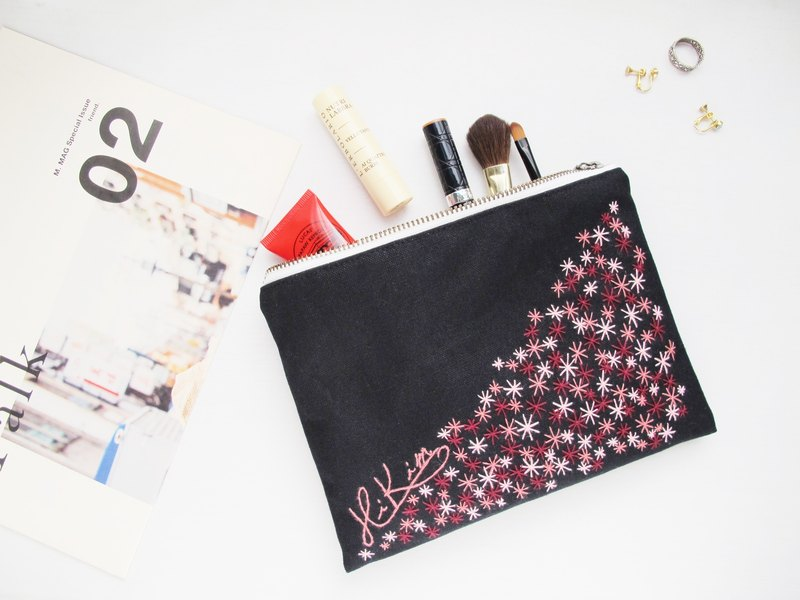 [Hand embroidery] flowers in the cosmetic bag / YKK zipper clutch hand embroidery