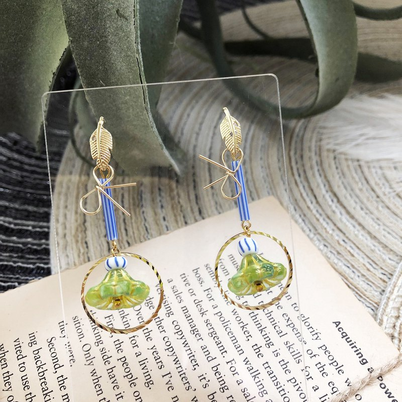Brass bow yellow green flower earrings can be changed ear clip