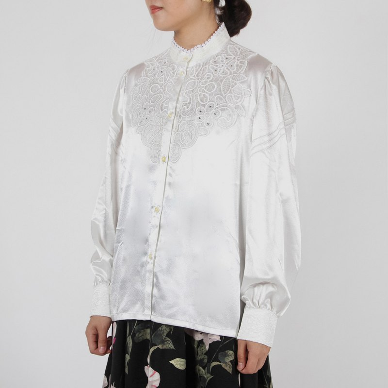 [Egg Plant Vintage] Singular Garden Satin Ancient Shirt