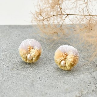 イヤリング/Pompon tassel earrings/White