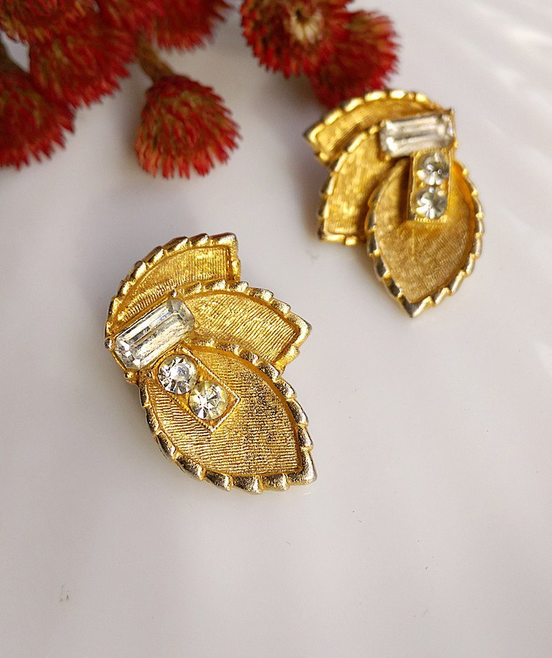 [Western antique jewelry / old age] BSK three-leaf clip-on earrings