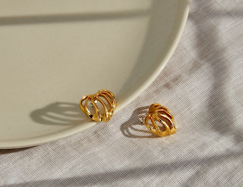 【美國帶回 西洋古董飾品/西洋老件】美國飾品 金色果實 針式耳環
