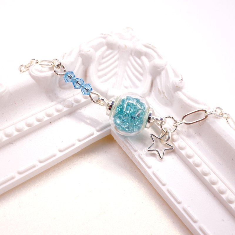 A Handmade lake blue glass beads bracelet