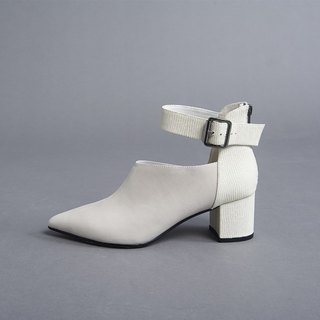 Overlapping fork short tube thick heel boots black belt buckle minimalist color matching thick heel shoes white