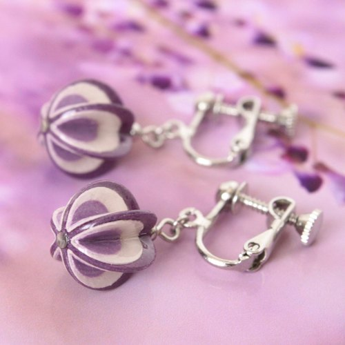 【Order Production】 Purple paper earrings like swaying wisteria flowers swaying