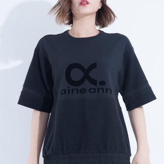 Aine ann / flocking LOGO pocket drawstring blouse - black