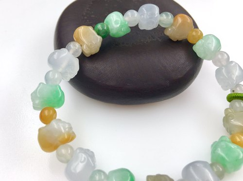 Ice three-color jade jade pig bracelet
