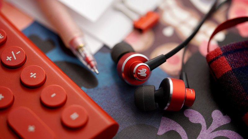 UX301 High Sound Quality In-ear Earphones (Passion Red)