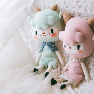 Pandaeyes handmade dolls - Cloud lamb (Green & Red)