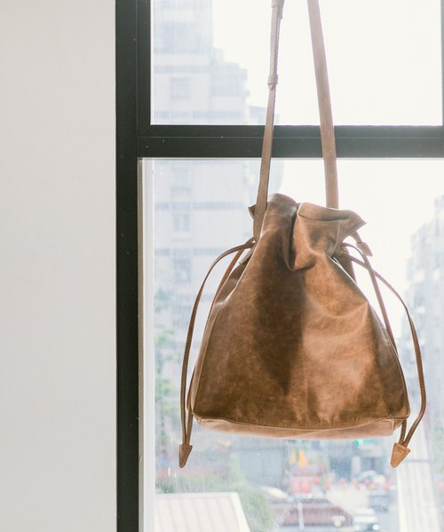 Minimalist beam shoulder bag - moiré coffee