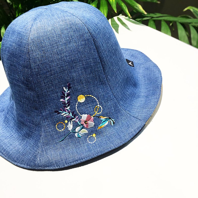 humming| Embroidered flower hat blue double-sided can wear daydreaming