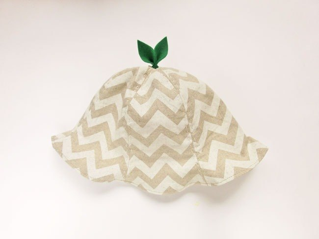 Grow Up  Leaf Hat Gigzag white