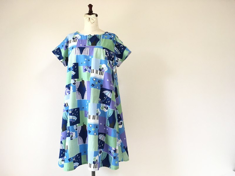 Simple flare dress with umbrella and cat pattern