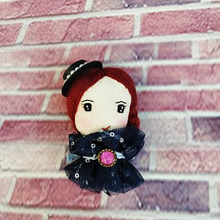 Handmade brooch- Elegant girl with hat