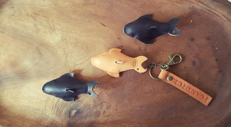 Cute Q dolphin pure leather keychain - can be lettering (birthday, Valentine gift)