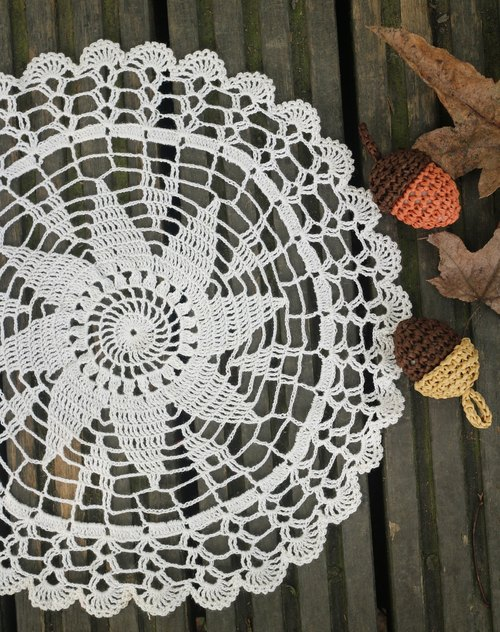 Hand made - Almond Lace lace pad.