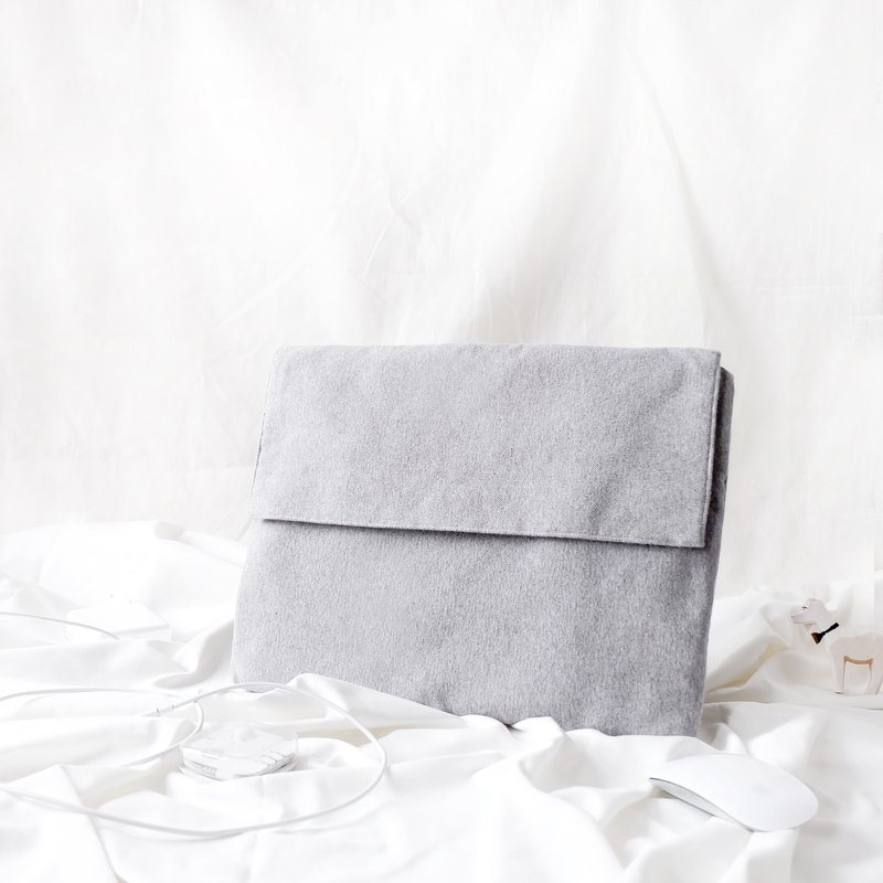 SOFT LAPTOP CASE : LIGHT GREY COLOUR