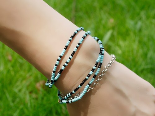 Colorful long string bracelet (sky color)
