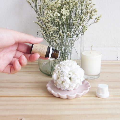 Essential Oil Lanna Forest Scent with White Flower Diffuser