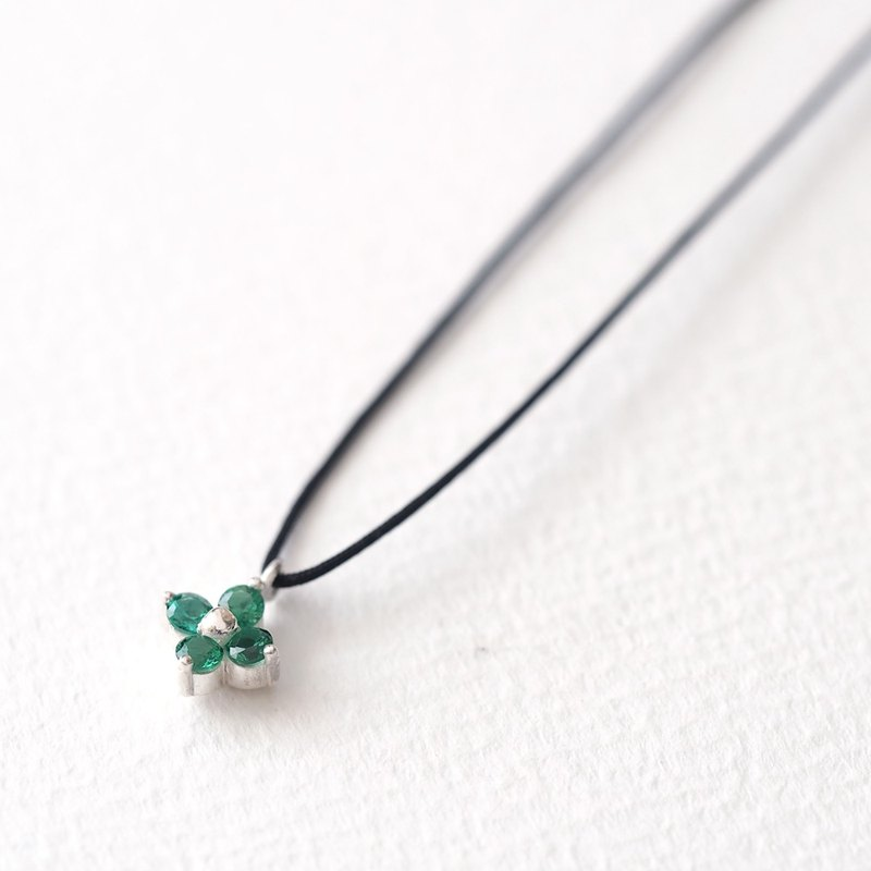 String Emerald Flower Necklace Silver925