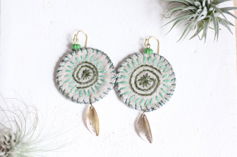 Shell earrings - spiral motifs hand embroidered by emerald green threads