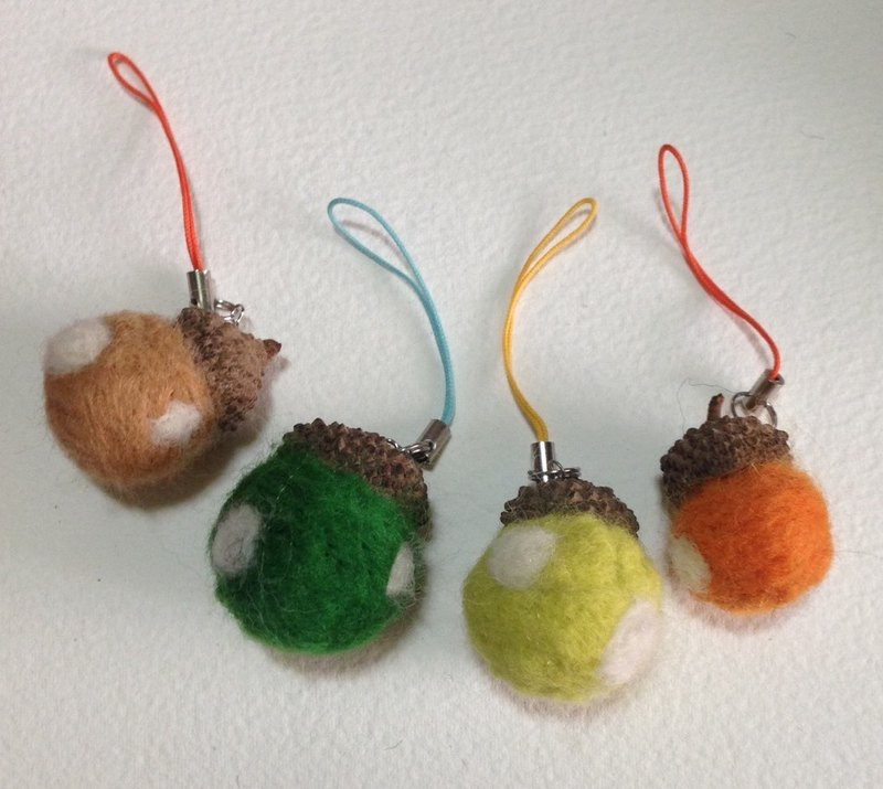[Wool felt] small acorns