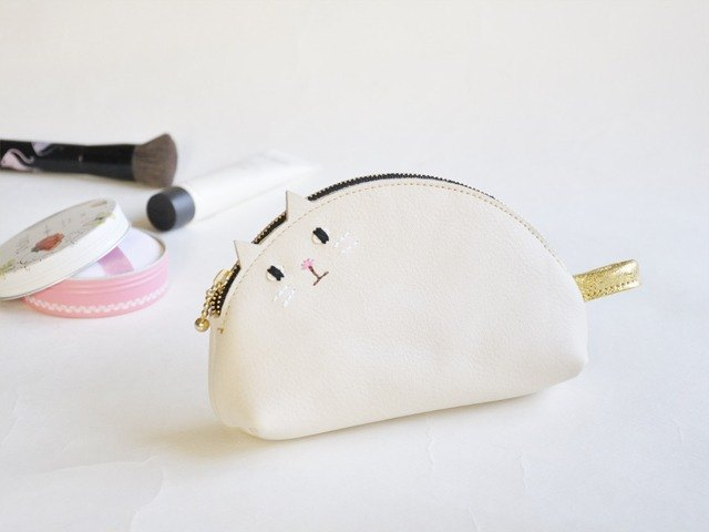 Cat cosmetic pouch generation ivory