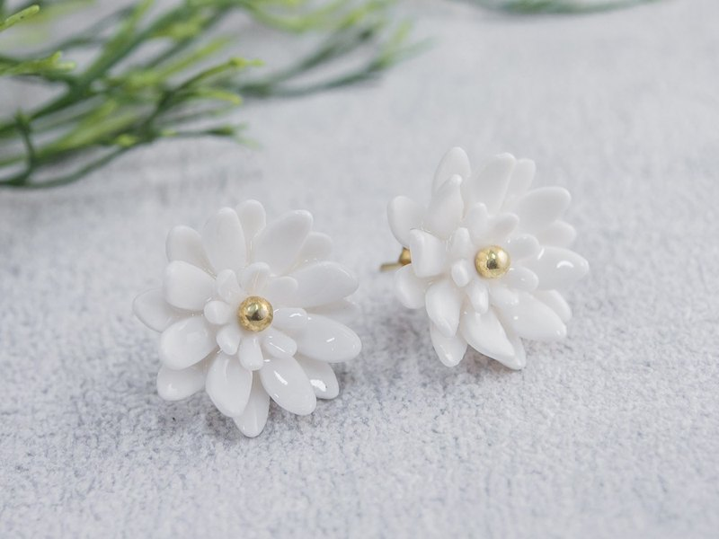 Mum ~ white porcelain flower tension back earring ~ size S
