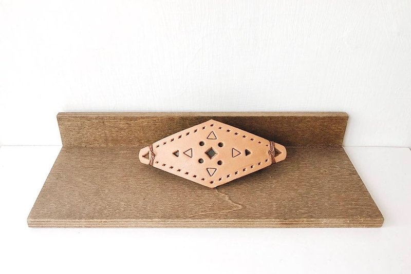 [endorphin] vegetable tanned leather hollow hair clip