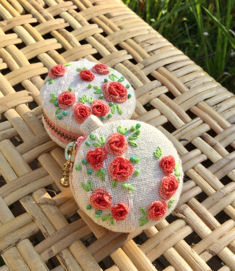 Spring breath. Three-dimensional rose embroidery macaron