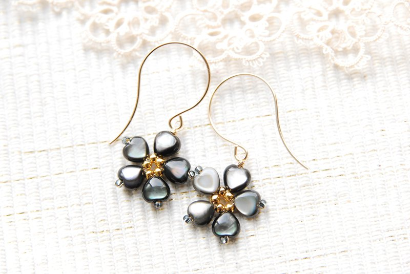 Black shell flower earrings 14 kgf
