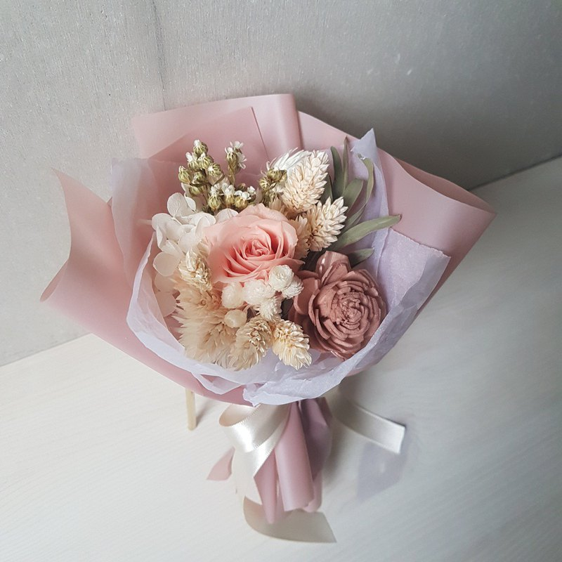 Gentle - no flower rose bouquet of dry flowers