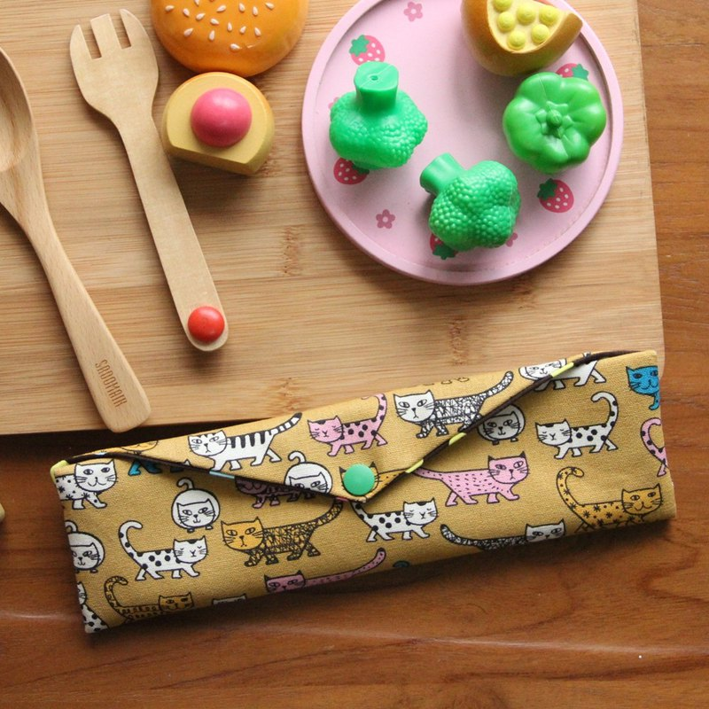 Wen Qingfeng environmental chopsticks bag ~ corner fell in love with cat Kaqi yellow storage bag. Hand made food bag