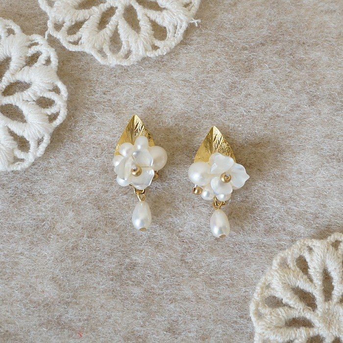 {KPC0065} French elegant small pearl earrings Mosaic