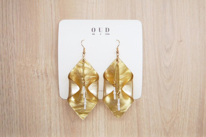 OUD Original. Handmade. 14Kgf Wire Wrap Golden Sand Acrylic Drop Earring/Clip-on