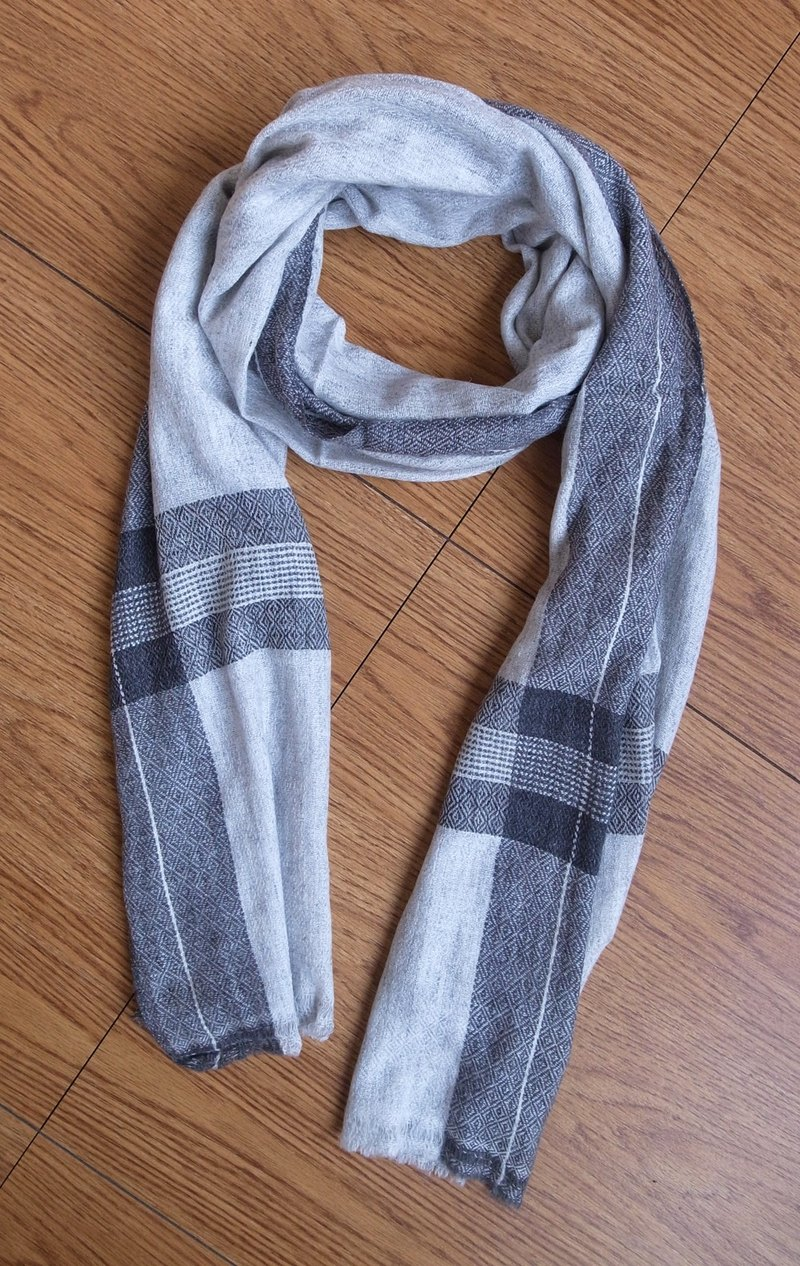 【Grooving the beats】Cashmere Stripes Shawl / Scarf / Stole Handmade from Nepal(Grey)