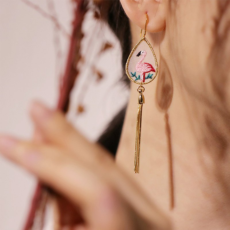 Yuansen hand-made handmade double-sided embroidery dream girl ins literary personality flamingo tassel earrings
