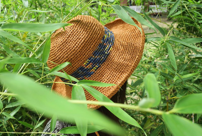 A mother's hand made cap - summer Lafei straw hat - elegant big hat / Thai milk color x colorful blue / design