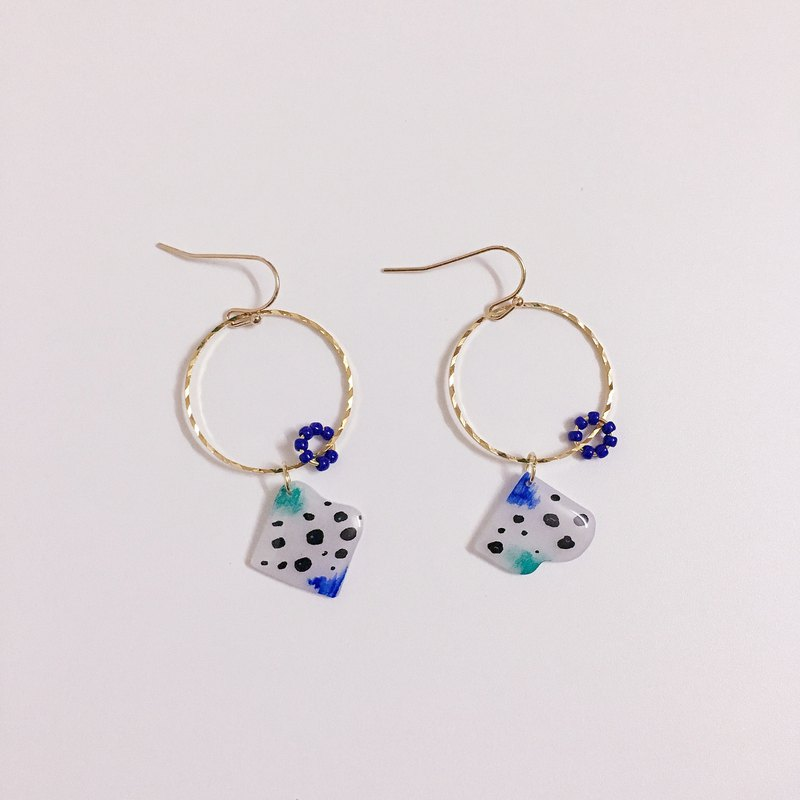 A pair of earrings for wave-point Waltz
