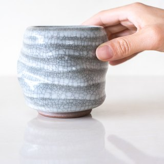 Turn the teacup / hand pull bad · Glaze hand-made pottery