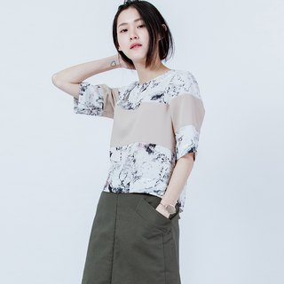 Plain Cut Splice Print Top SHOULDER CUTTING PRINT TOP